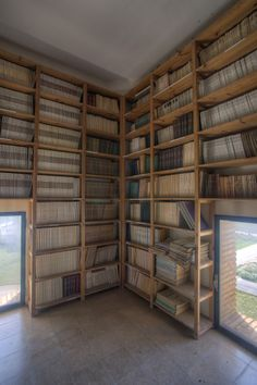 Depósito de Revistas T-1. Detalle Experimental, Divider, Room, Furniture, Home Decor, Special Library, Zaragoza, Filing Cabinets, Classroom