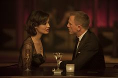 """With four 007 films under her belt, makeup artist Naomi Donne has gotten up close and personal with more Bond girls than Daniel Craig himself. For """"Skyfall,"""" Donne designed the beauty looks for stars like Berenice Marlohe and Naomie Harris. James Bond Skyfall, James Bond Movies, Rachel Weisz, Daniel Craig Skyfall, Craig 007, Craig Bond, Estilo James Bond, James Bond Girls, Actor"""