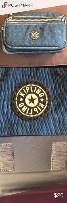 Kipling camera case 📸 Blue Kipling camera case- great condition. Kipling Bags Travel Bags