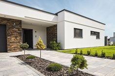 Minimalist House Design, Small House Design, Modern House Design, House Roof, Facade House, Bali Garden, Modern Exterior Doors, Modern Bungalow, House Entrance