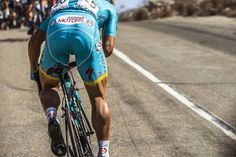 """""""Grind it. Photo by @zuperdehlie for @pelotonmagazine #tourofoman. Coverage presented by @brooksengland #ontherivet"""""""