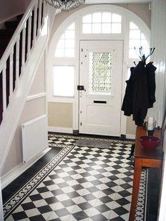 Classic Tegels Victorian House Interiors, Victorian Homes, Victorian Hallway, Checkerboard Floor, Flur Design, Hall Flooring, Tiled Hallway, Hallway Inspiration, Hallway Designs