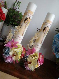 Dimensiune 50*7 cm. Lumanarile sunt parfumate,aranjament cu flori din matase, personalizate in functie de dorintele clientului.  Folosim pentru lumanarile noastre parafina de cea mai buna calitate si parfumuri speciale care le fac sa isi pastreze aspectul si mirosul chiar si la un an de la data fabricatiei. A Candles, Model, Wedding, Home Decor, Paraffin Wax, Blue Prints, Candle, Fragrance, Valentines Day Weddings