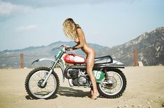 Motorcycle Diaries Sahara Ray photographerd by Henrik Purienne for Lui Magazine France Enduro Vintage, Vintage Motocross, Vintage Bikes, Vintage Motorcycles, Retro Motorcycle, Sahara Ray, Lady Biker, Biker Girl, Bobbers