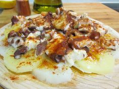 Pulpo a la gallega con Thermomix - La Alacena de MO Spanish Tapas, Spanish Food, Seafood Recipes, Cooking Recipes, Healthy Recepies, Kitchen Dishes, Fish And Seafood, Food Truck, Food To Make