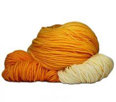 Handgefärbte Wolle vom Wolkenschaf