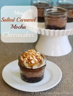 Make the ultimate cheesecake recipe with this slow cooker dessert recipe for Slow Cooker Mini Salted Caramel Mocha Cheesecakes in Jars. Learn a fun technique for how to make slow cooker cheesecake in jars. Mason Jar Desserts, Mason Jar Meals, Mini Desserts, Just Desserts, Delicious Desserts, Yummy Food, Mason Jars, Yummy Yummy, Fun Food