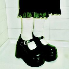 Dr Shoes, Me Too Shoes, Pretty Shoes, Cute Shoes, Funky Shoes, Filles Punk Rock, Aesthetic Shoes, Glam Rock, Alternative Outfits