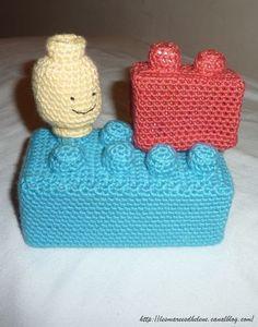 The Serial Crocheteuses # 59 On s'amuse aux Lego en crochet ! Lego Crochet, Crochet Game, Crochet Amigurumi, Crochet For Boys, Crochet Granny, Crochet Dolls, Stitch Patterns, Knitting Patterns, Crochet Patterns