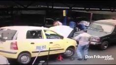 Delincuente robando celular, Medellin, Antioquia, Colombia