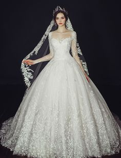 This vine-inspired wedding gown from Clara Wedding will definitely make you the queen of the day! » Praise Wedding Community