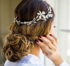 Bride wearing #mariaelenaheadpieces