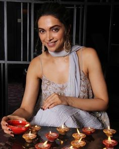 31 Unknown facts about Deepika Padukone! Deepika Padukone Saree, Deepika Ranveer, Ranveer Singh, Bollywood Couples, Bollywood Wedding, Bollywood Fashion, Bollywood Style, Diwali Photography, Photography Poses