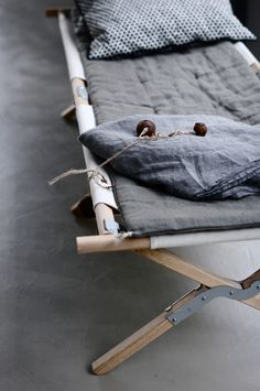 Camping Cot - Zinc et Bois brut Camping Cot, Camping Mattress, Glamping, Van Camping, Camping Stuff, Camping Chair, Camping Hacks, Gris Taupe, Office Moving