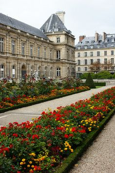 Red & yellow bedding near the Chateau | Flickr - Photo Sharing!