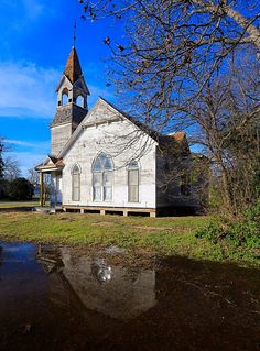 Memories of old churches make our souls sing. This one is in Bartlett, Texas.   Photo by Michael W. Barnett, Texas Farm Bureau.