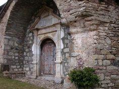 Portal de apariencia renacentista de la Iglesia de San Andrés, Sos. Localización: Pirineos, Huesca, Aragón, España. Spain.