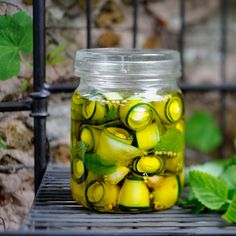 Recipe: Pickled zucchini with mini mozzarella Antipasto, Chutneys, Tapas, Zucchini Pickles, Pickled Zucchini, Gourmet Recipes, Healthy Recipes, Healthy Food, Food Tags