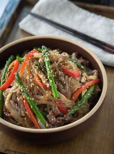 Korean Sweet Potato Noodles, Korean Glass Noodles, Asian Recipes, Beef Recipes, Ethnic Recipes, Asparagus And Mushrooms, Stuffed Mushrooms, Japchae, Marinated Beef