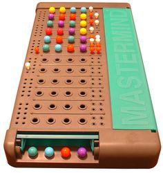 El MasterMind es un juego de lógica deductiva que consiste en descubrir el código o combinación secreta de colores oculto.