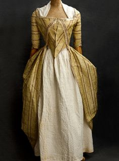 Brocaded silk taffeta open robe, probably French. Century Clothing at Vintage Textile: 18th Century Dress, 18th Century Costume, 18th Century Clothing, 18th Century Fashion, Antique Clothing, Historical Clothing, Historical Dress, Vintage Outfits, Vintage Fashion
