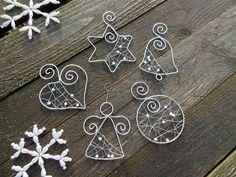 Strieborné vianoce z drôtu s bielymi perličkami… sada / Meryema – Jewelery Wire Ornaments, Diy Christmas Ornaments, Handmade Christmas, Christmas Decorations, Wire Crafts, Holiday Crafts, Jewelry Crafts, Jewelry Ideas, Wire Wrapped Jewelry