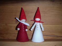 Huopatonttu, punainen ja valkoinen. korkeus 16 cm
