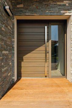 Porte en aluminium avec partie fixe équipée d'un vitrage de sécurité. Modèle Nativ 3, Zilten.