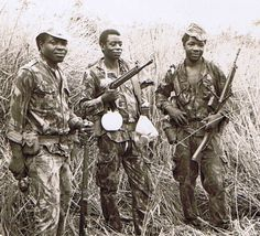 Portuguese warriors in Angola. Military Photos, Military History, Colonial, Brothers In Arms, Guinea Bissau, Modern Warfare, Ivory Coast, Sierra Leone, Armed Forces