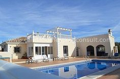 Exceptionally well priced immaculate top spec 4 bed 3 bath villa in much sought after location just 5 minutes drive from Albox town on 3000m plot with roof solarium, outdoor kitchen, swimming pool, children's pool and Jacuzzi. For full details and more pictures click on link below : http://www.calidahomespropconsult.com/view-property/cla-6375-resale-villa-in-albox