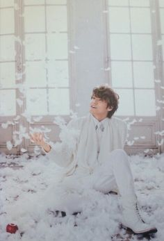 Surrounded by feathers, this man could not possibly be more of a prince.... Mamoru MIYANO