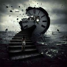En un mar voluptuoso, con ventisca insaciable, subo peldaño a peldaño para reencontrarme con las horas rotas de un inmenso reloj que ya no cuenta la una, las dos, las tres,... la vida...