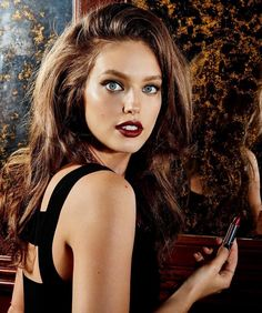 Emily-DiDonato-Maybelline-Makeup-2016-Campaign01.jpg