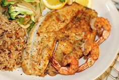 Grilled Red Snapper Enjoy these top-rated grilled fish recipes outdoors this summer. Recipes include gingered honey salmon, tilapia piccata and even grilled fish tacos. Red Snapper Filet Recipes, Grilled Red Snapper, Grouper Recipes, Tilapia Recipes, Grilled Salmon, Seafood Dishes, Seafood Recipes