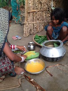 Woman in #Bihar preparing #arbipakoda #colocassia #fritters
