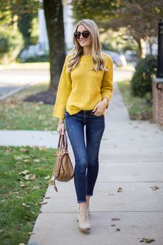 Outfits Leggins, Casual Skirt Outfits, Cute Outfits, Mustard Sweater Outfit, Mustard Yellow Sweater, Sweaters And Jeans, Fall Sweaters, Cardigan Sweaters, Estilo Jeans
