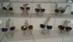 Brillenständer, ungebrannt. Die Teile werden später lediglich geschrüt und anschließend lackert, um die empfindliche Brillenfassung zu schonen. Pattern Art, Character Shoes, Dance Shoes, Shades, Patterns, Glasses, Flowers, Dime Bags, Craft