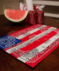 Easy Bandana Quilts to Inspire You Bandana COASTERS or Placemats - These would also be neat made smaller to use as coasters/mug rugs.Bandana COASTERS or Placemats - These would also be neat made smaller to use as coasters/mug rugs. 4. Juli Party, 4th Of July Party, Fourth Of July, Patriotic Crafts, July Crafts, Holiday Crafts, Holiday Ideas, Summer Crafts, Americana Crafts
