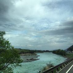 "@fivestar77777's photo: ""今日も頑張りましょう〜 #犀川#雲#空#新緑"""