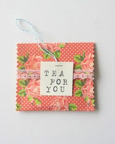 I love tea. Tea is one of the things for which I'm most thankful. And tea in a pretty handmade floral envelope is even better, if that's pos. Inexpensive Wedding Favors, Wedding Favours, Party Favors, Party Wedding, Wedding Blog, Diy Craft Projects, Diy Crafts, Craft Ideas, Diy Tea Bags