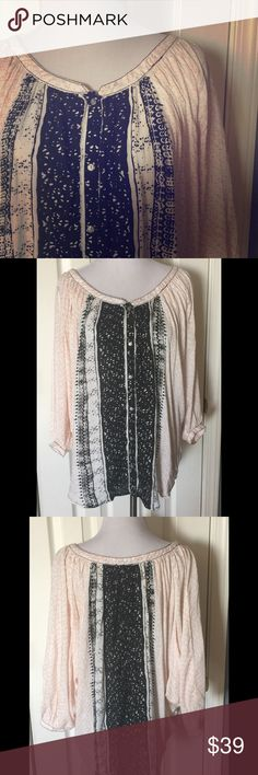 """FREE PEOPLE TOP Super cute FP button down soft and comfortable top. Bat wing arms, loose and flowing. 24"""" from shoulder or hem. Free People Tops"""