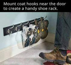 Coat hangers as a shoe rack! A great idea!