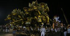 """Detalhe de carro alegórico no desfile da Vai-Vai, que homenageia Elis Regina com o tema """"Simplesmente Elis. A Fábula de uma Voz na Transversal do Tempo"""""""