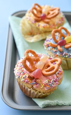 Gluten Free Butterfly Cupcakes - Fork and Beans Gluten Free Recipes sunny d gluten free Angel Food Cupcakes, Easter Bunny Cupcakes, Butterfly Cupcakes, Vegan Cupcakes, Baking Cupcakes, Cupcake Recipes, Cupcake Ideas, Dairy Free Frosting, Coconut Frosting