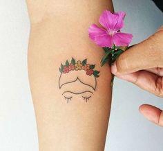 Frida Kahlo silhouette beau tatouage Frida tatou couronne de fleurs sur la tete … Frida Kahlo beautiful silhouette tattoo Frida tattoo flower wreath on the head of frida kahlo stylized Mini Tattoos, Body Art Tattoos, New Tattoos, Small Tattoos, Tatoos, Forearm Tattoos, Frida Tattoo, Frida Kahlo Tattoos, Pretty Tattoos