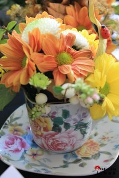 Flowers in a tea cup! Flower Designs, Tea Cups, Vase, Table Decorations, Flowers, Home Decor, Flower Drawings, Homemade Home Decor, Flower Vases