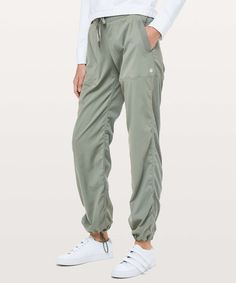 Dance Studio Pant III (Regular) Unlined - These lightweight pants are easy to throw over sweaty shorts when you're ready to make a quick getaway. Athletic Outfits, Sport Outfits, Trendy Outfits, Cute Outfits, Fashion Outfits, Lulu Lemon, Pants For Women, Ladies Pants, Shorts
