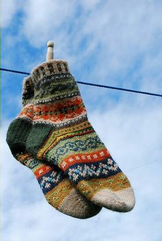 Knitting Patterns Socks Ravelry: magnusmog& Beauty in scraps Fair Isle Knitting, Knitting Socks, Hand Knitting, Knitting Patterns, Knit Socks, Knitting Machine, Vintage Knitting, Stitch Patterns, Ravelry