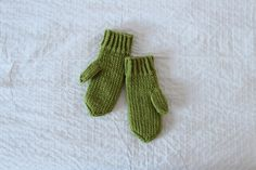 Ravelry: luminen's green mitts
