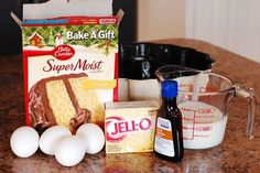 Pound Cake from a Mix - Mix 1 box white cake mix, 1 box vanilla pudding mix, 1 cup milk, 4 eggs, & 2 tsp. vanilla together with an electric mixer until well blended. Pour into well greased bundt pan. Bake at 350 for 45 min or till a toothpick comes o Pudding Cake Mix, Vanilla Pudding Mix, Box Cake With Pudding Recipe, Pudding Icing, Vanilla Cake, Cake Mix Pound Cake, Box Cake Mix, Easy Pound Cake, Desert Recipes